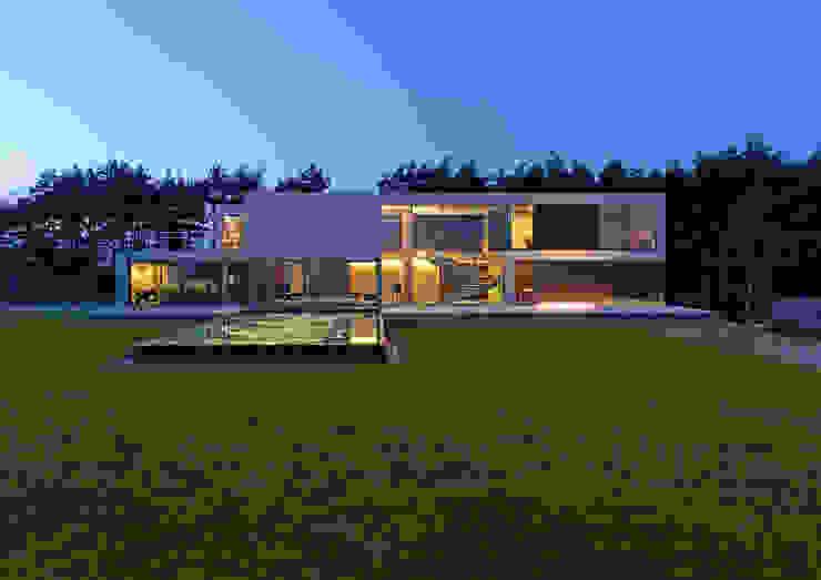 : styl , w kategorii Domy zaprojektowany przez KWK Promes,
