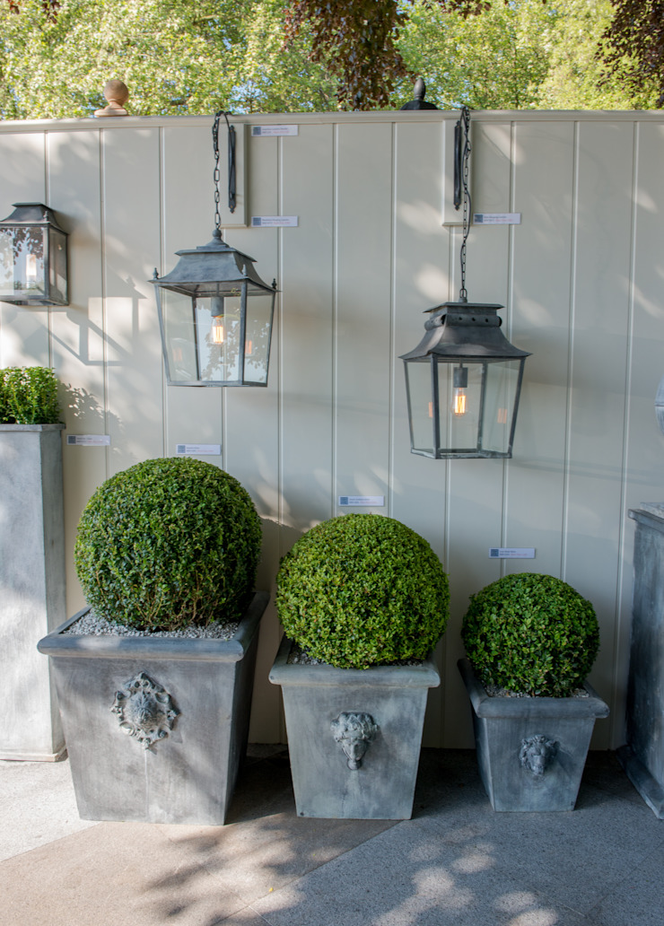 Hanging Lanterns and Zinc Planters de A Place In The Garden Ltd. Rústico