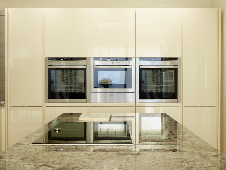 MR & MRS YAFFE'S KITCHEN Modern kitchen by Diane Berry Kitchens Modern