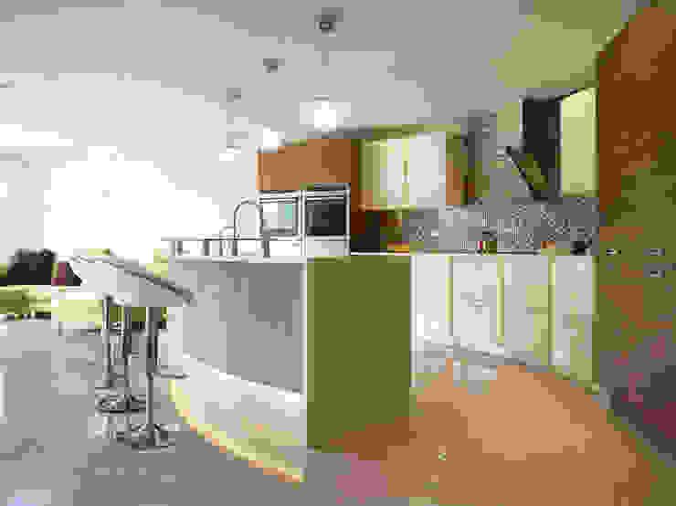 MR & MRS SHAW'S KITCHEN Modern kitchen by Diane Berry Kitchens Modern