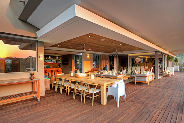 Albizia House Столовая комната в стиле модерн от Metropole Architects - South Africa Модерн