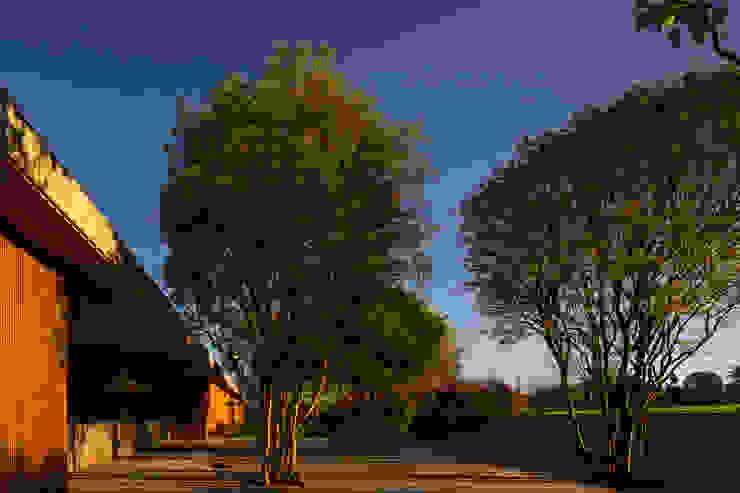 M&M House Jardins modernos por Studio MK27 Moderno