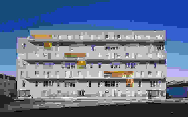 6_VUE FRONTALE COTE FUTUR ESPACE PUBLIC par sophie delhay architectes
