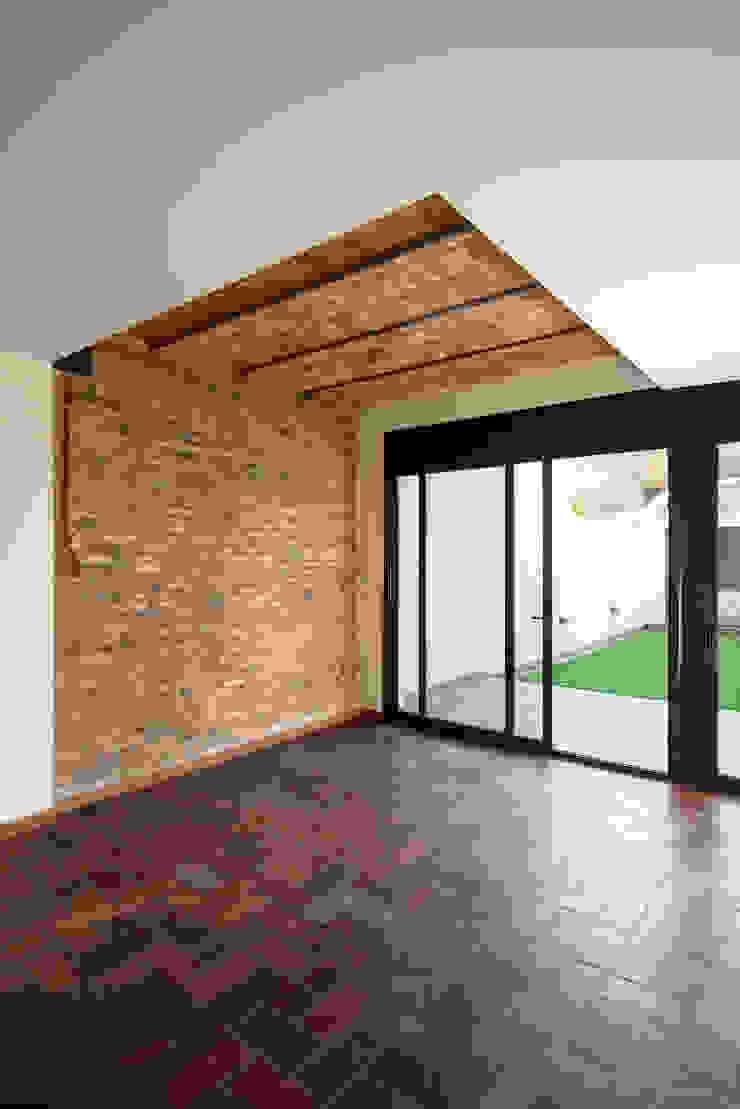Reforma Integral de una vivienda en Terrassa Casas de estilo mediterráneo de MU Estudio Arquitectura Mediterráneo
