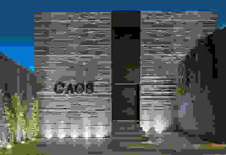 SHOWROOM CAOS Espaços comerciais por Eduarda Corrêa Arquitetura & Interiores