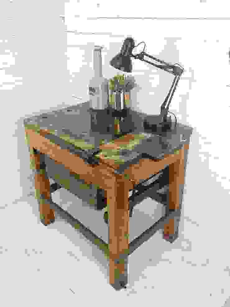de estilo industrial por Livinxsten, Industrial Madera Acabado en madera
