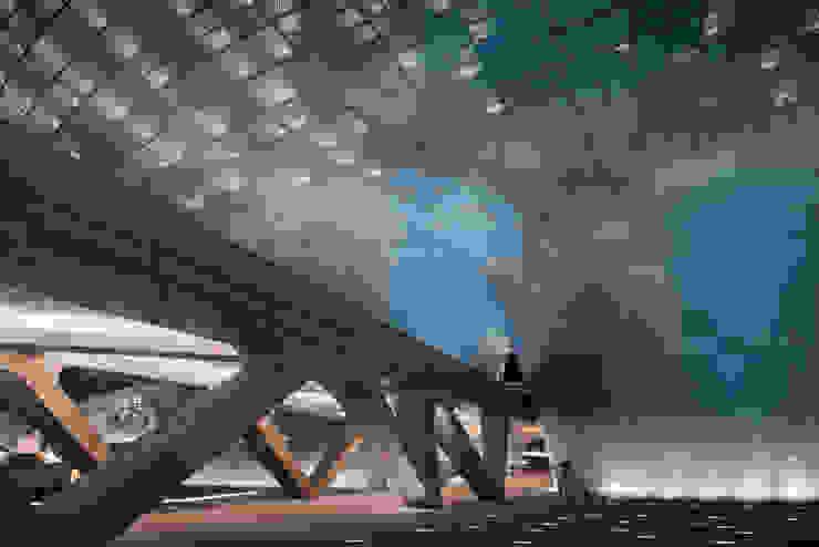 Dongdaemun Design Plaza の Zaha Hadid Architects モダン