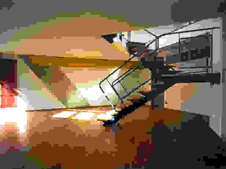 taverna e scala Ingresso, Corridoio & Scale in stile moderno di RoccAtelier Associati Moderno