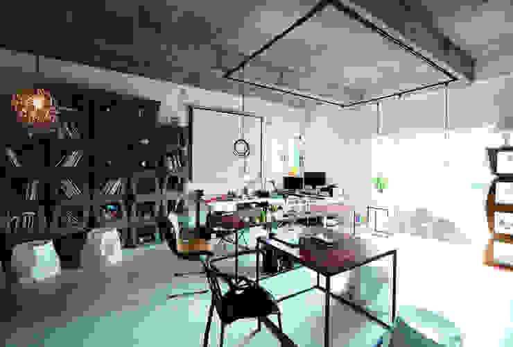 A4 HOUSE: second amie의  주택,모던