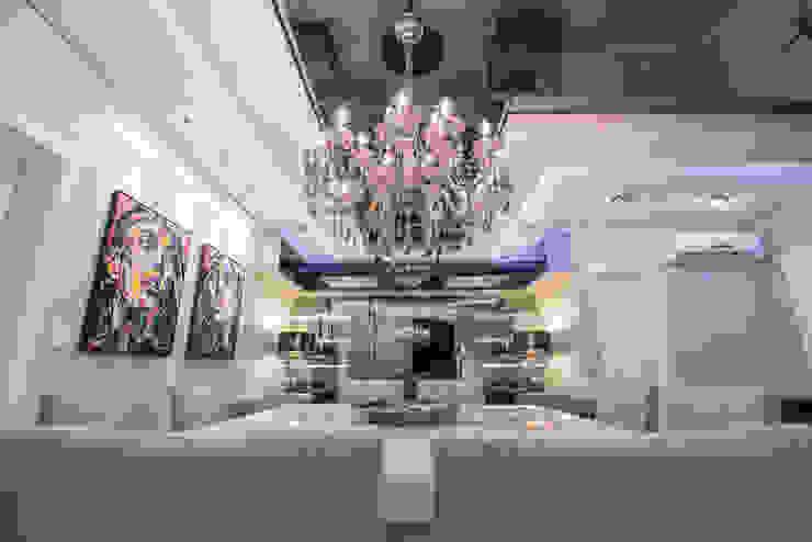 SHOW ROOM EM ITAPEMA, SANTA CATARINA Salas de jantar modernas por Athos Peruzzolo Arquitetura Moderno
