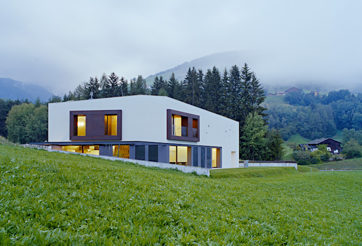 SUSI - Single Family House and Veterinarian Office Modern houses by AllesWirdGut Architektur ZT GmbH Modern