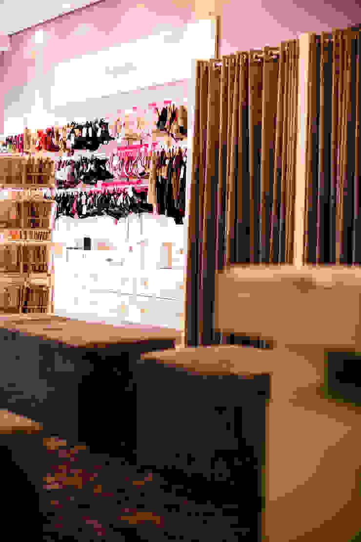 ARTE & SEDUÇÃO STORE Lojas & Imóveis comerciais modernos por Veridiana Negri Arquitetura Moderno