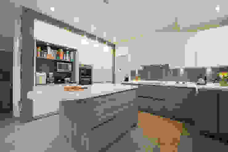 MR & MRS FALLON'S KITCHEN Modern kitchen by Diane Berry Kitchens Modern