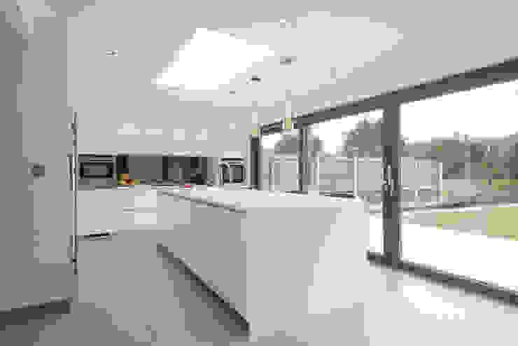 Mr & Mrs Smith Modern kitchen by Diane Berry Kitchens Modern