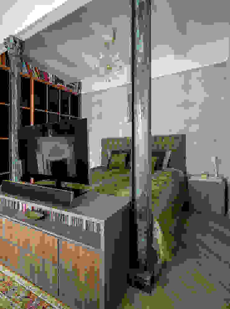 Camera da letto in stile industriale di Дизайн-студия 'Вердиз' Industrial