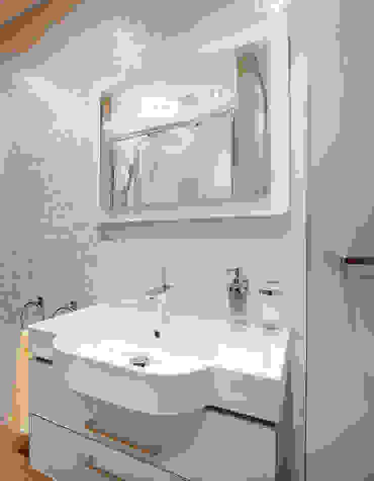 Апартаменты на Бирюзова Ванная в средиземноморском стиле от Дизайн-студия 'Вердиз' Средиземноморский