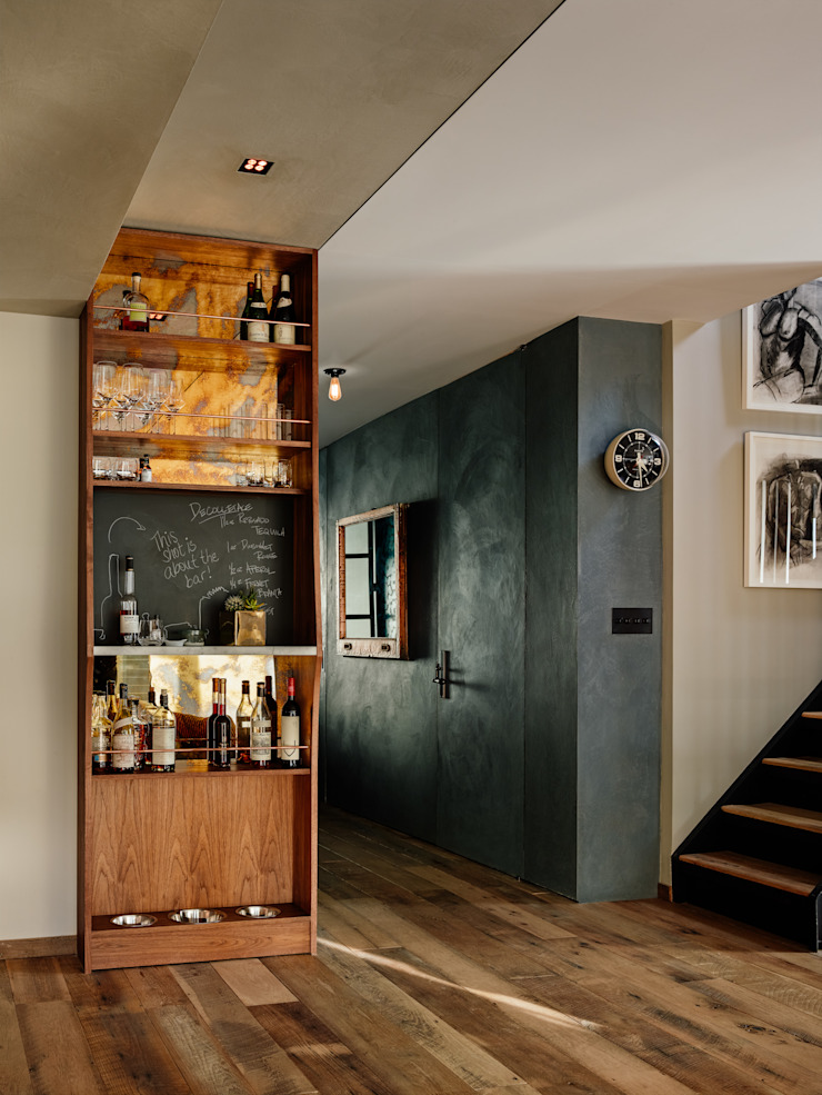 Vinegar Hill Apartment Modern corridor, hallway & stairs by General Assembly Modern