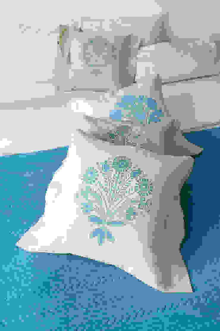 poduszki ze wzorem Lachów sądeckich Skandynawska sypialnia od MAQUDESIGN Skandynawski