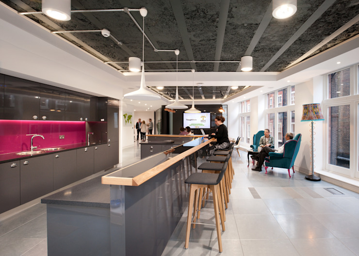 Staff Kitchen at ThoughtWorks London Modern offices & stores by Morgan Lovell Modern