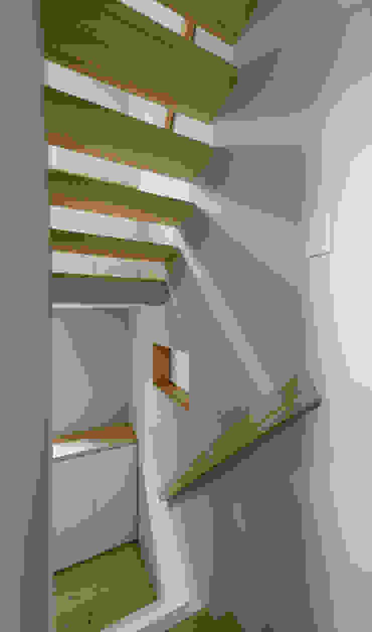 ENCLOSE モダンスタイルの 玄関&廊下&階段 の 充総合計画 一級建築士事務所 モダン