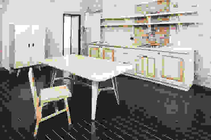 Резиденция художника «ЗАРЯ» Кухня в стиле минимализм от Concrete jungle Минимализм