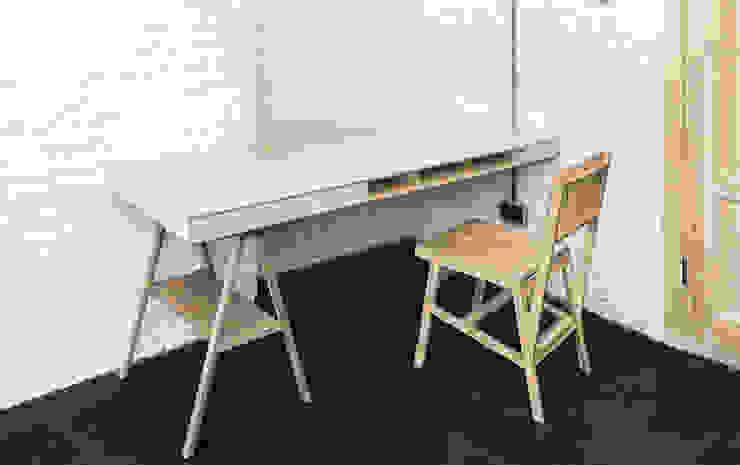 Резиденция художника «ЗАРЯ» Рабочий кабинет в стиле минимализм от Concrete jungle Минимализм