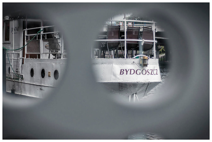 Domy na wodzie Nowoczesne okna i drzwi od floatinghouses Nowoczesny