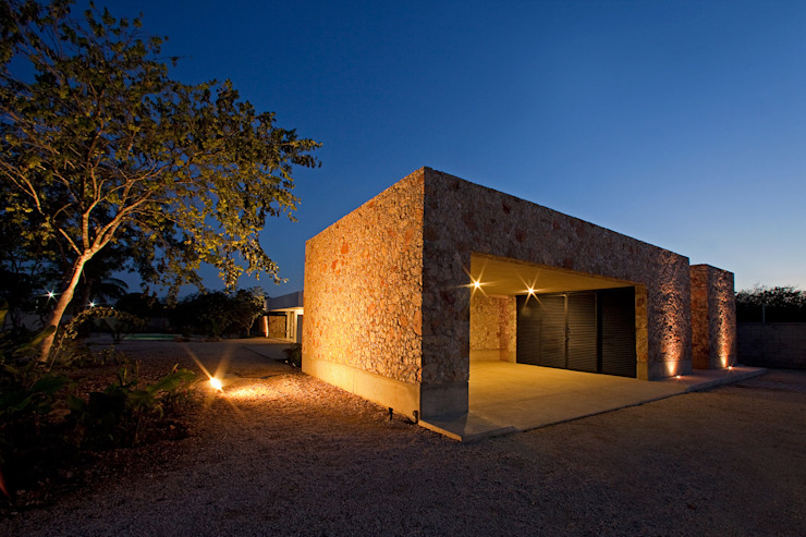 Garage/shed by Gonzalez Amaro,