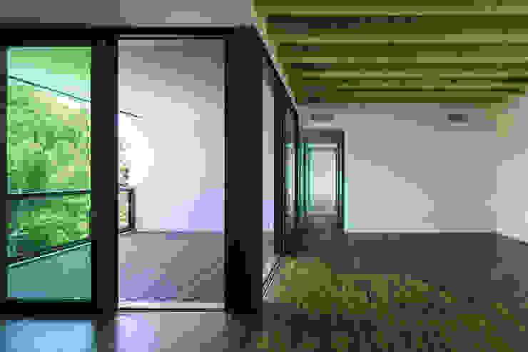 Cinquecentro Finestre & Porte in stile moderno di Carollo Serramenti snc Moderno