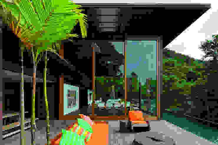 Casas de estilo tropical de Jacobsen Arquitetura Tropical