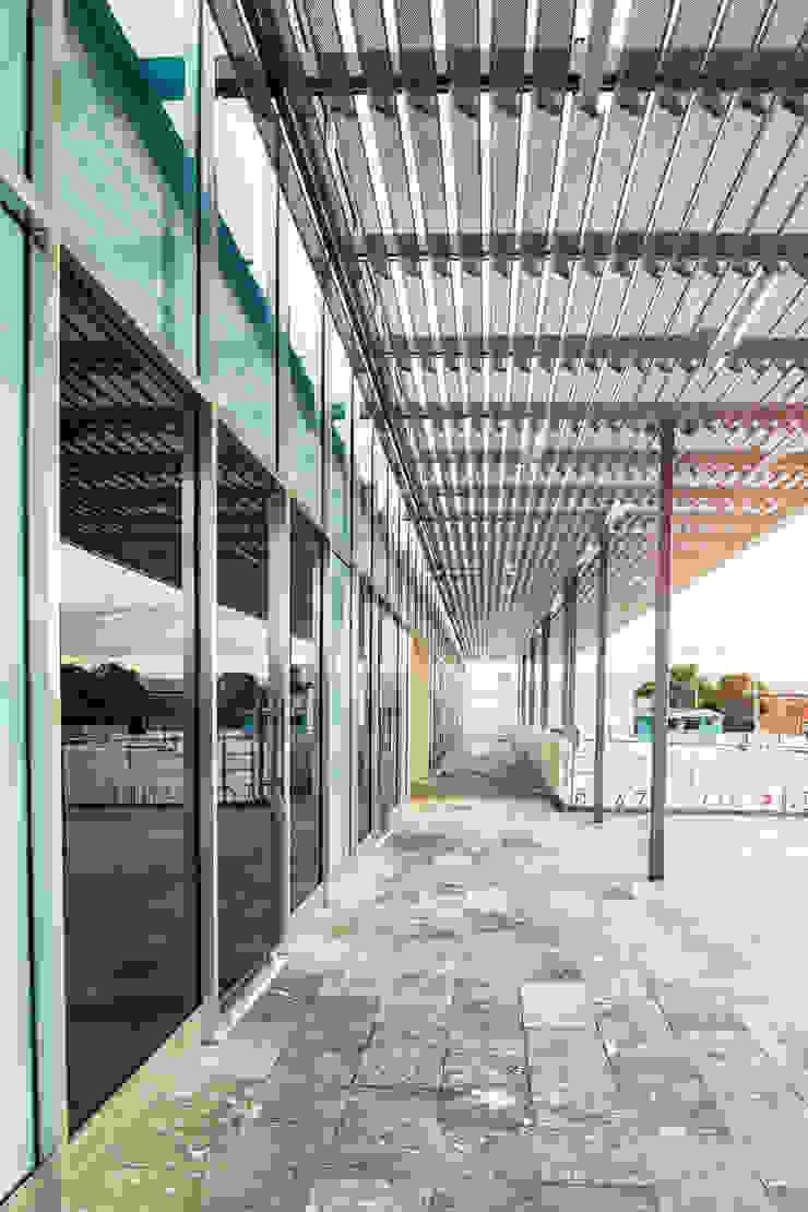 Espacios comerciales de estilo minimalista de ARQUITECTURA EN PROCESO Minimalista