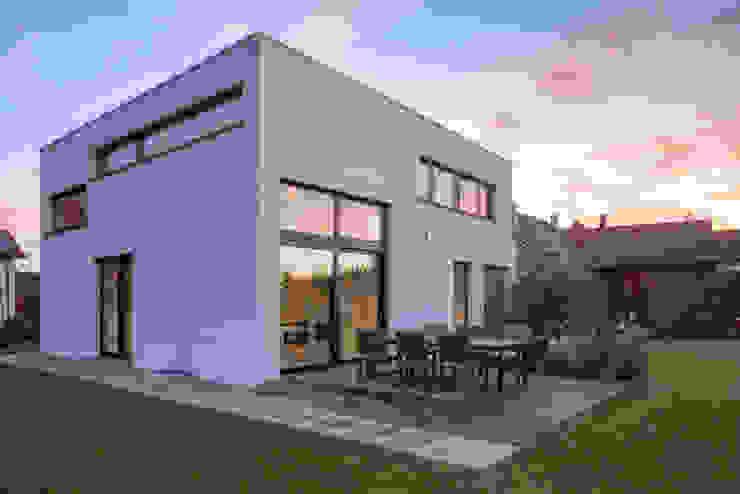 Einfamilienhaus KN08 auf dem Schurwald Moderne Häuser von Schiller Architektur BDA Modern