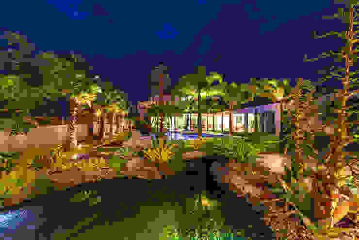 Jardim Tropical Jardins modernos por ricardo pessuto paisagismo Moderno