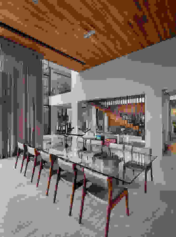 Comedores de estilo moderno de C Cúbica Arquitectos Moderno