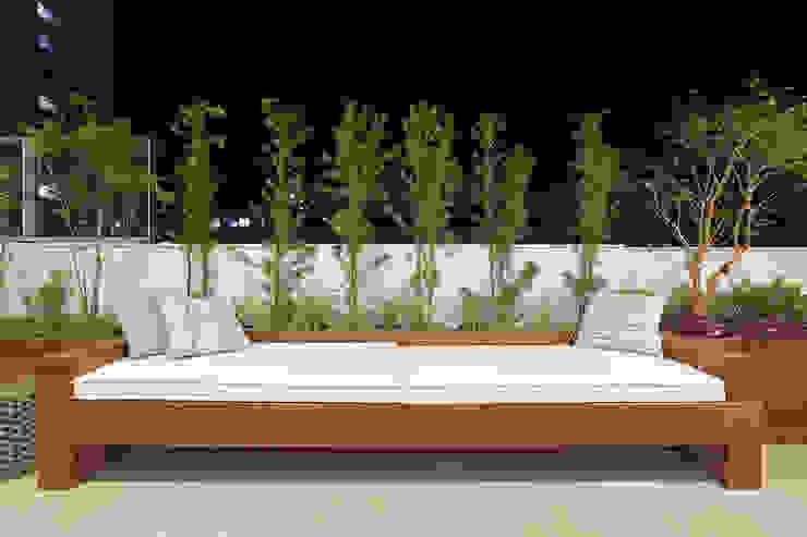 Eclectic style balcony, porch & terrace by Amis Arquitetura e Decoração Eclectic