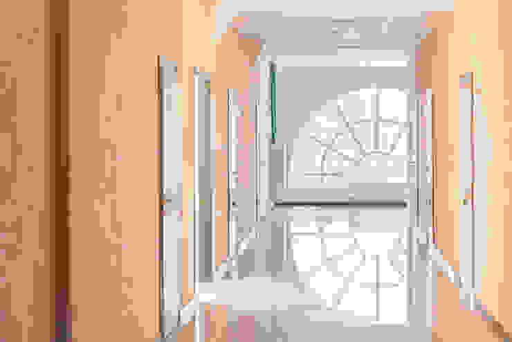Реализация. Типовой этаж. Офисные помещения в стиле минимализм от Дизайн-студия 'Эскиз' Минимализм