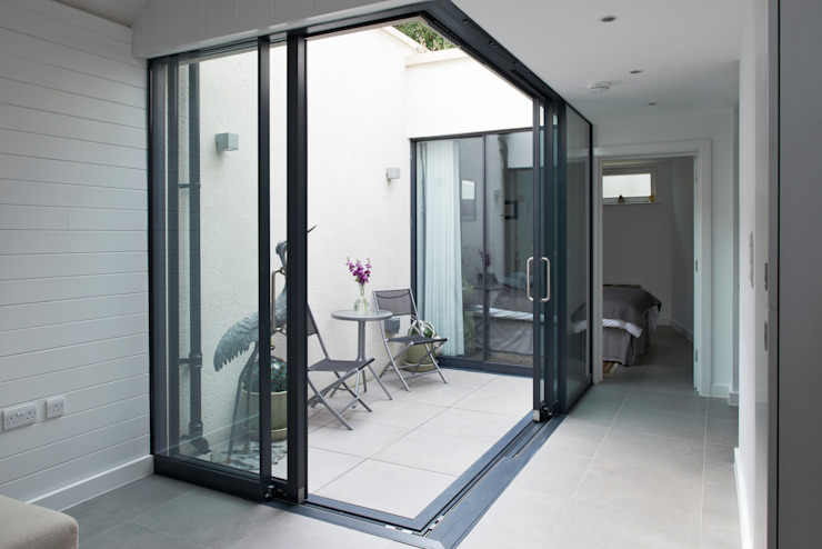 Terras door E2 Architecture + Interiors, Modern