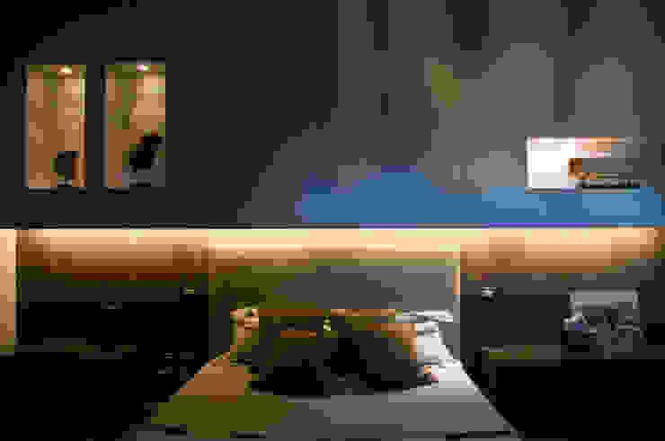 Abitazione SC Camera da letto moderna di INSIDESIGN STUDIOSTORE - MELMAN GROUP SRL Moderno