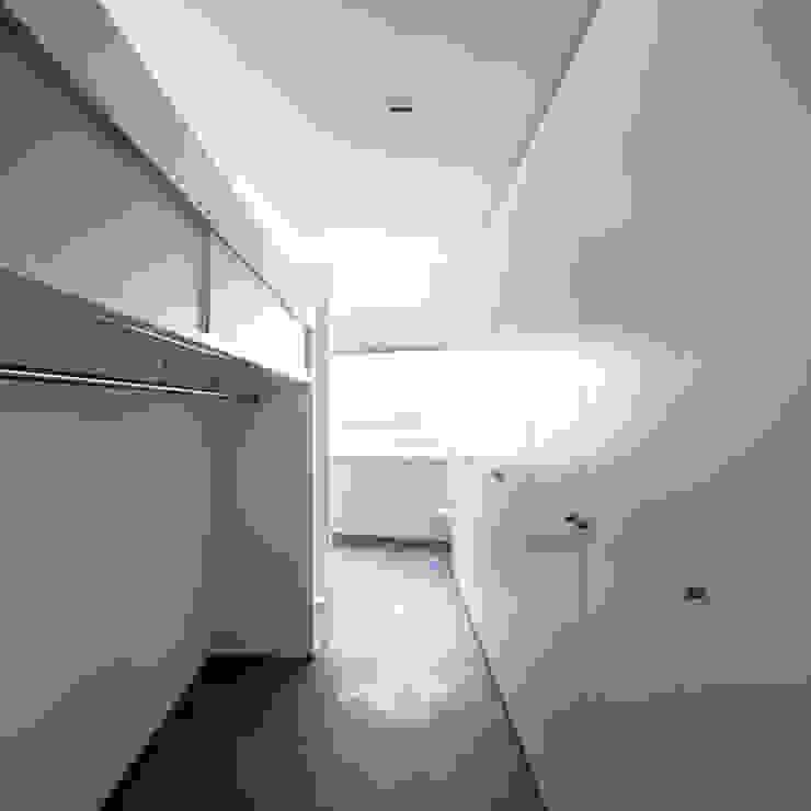 Mehrfamilienhaus 'Flair' in Herrliberg Moderne Ankleidezimmer von AMZ Architekten AG sia fsai Modern