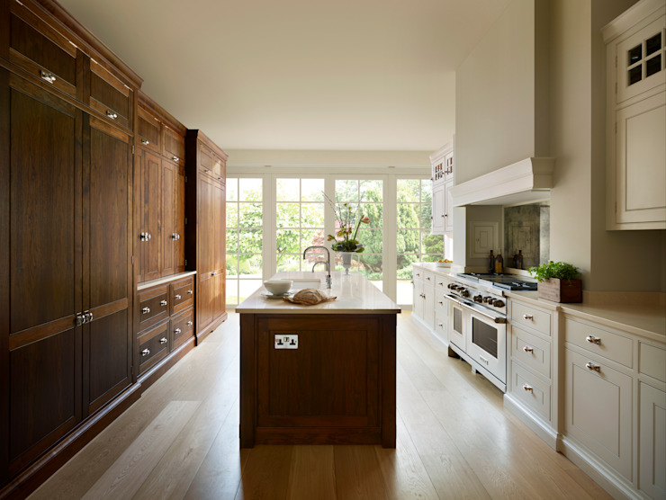 The Spenlow | A Luxury Bespoke Family Kitchen Classic style kitchen by Humphrey Munson Classic