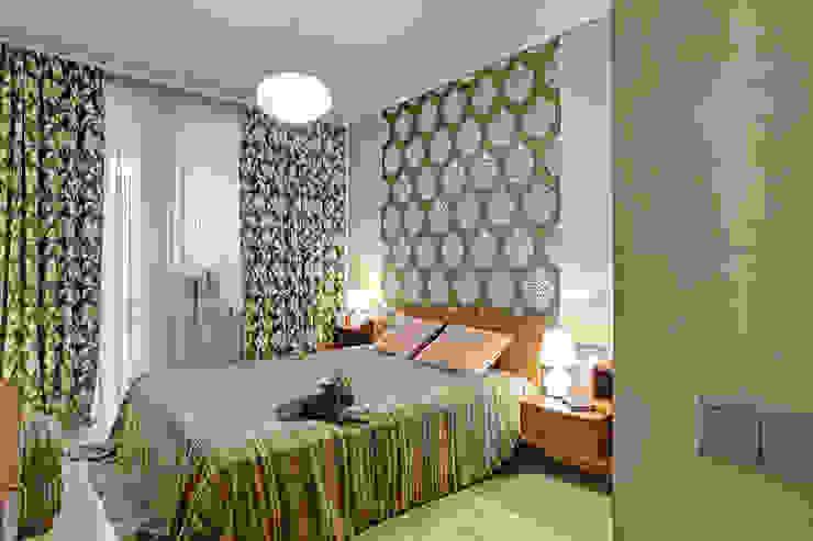 Cовременный интерьер с художественными деталями. Спальня в стиле минимализм от D&T Architects Минимализм