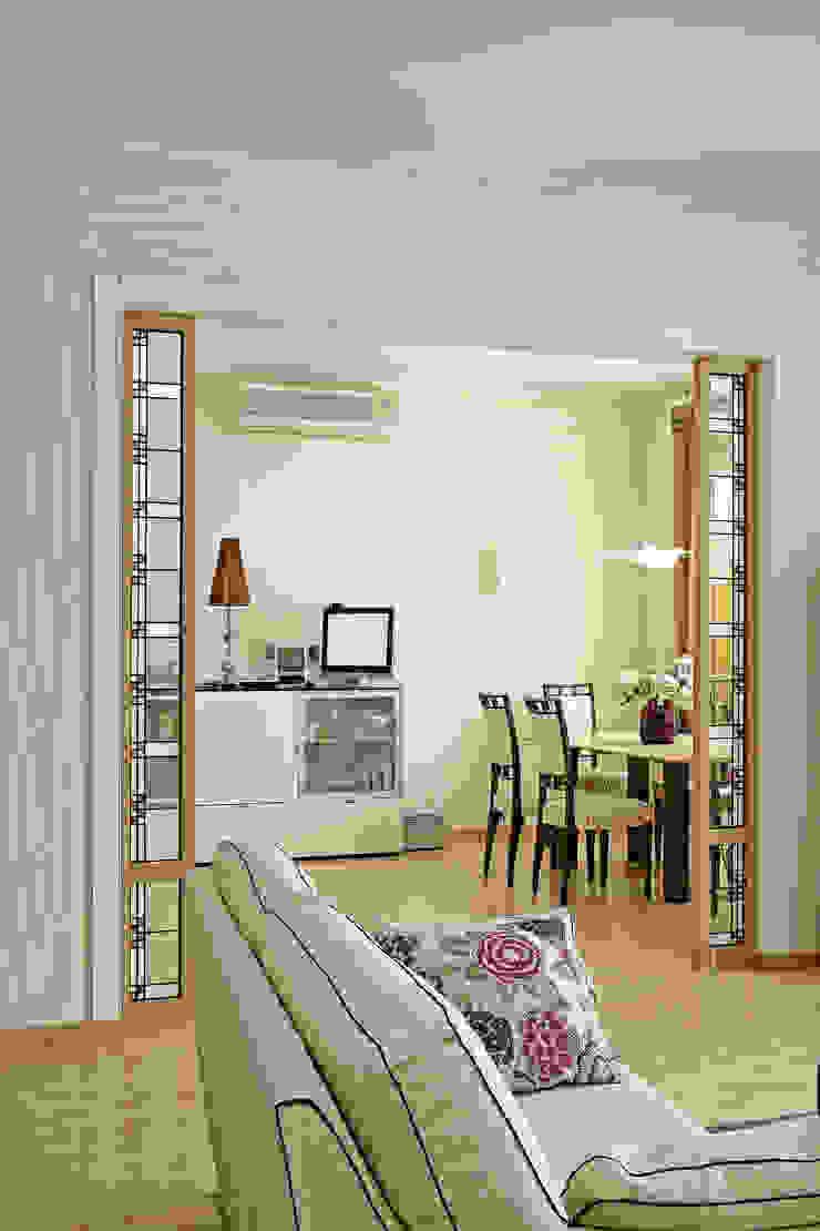 Cовременный интерьер с художественными деталями. Гостиная в стиле минимализм от D&T Architects Минимализм