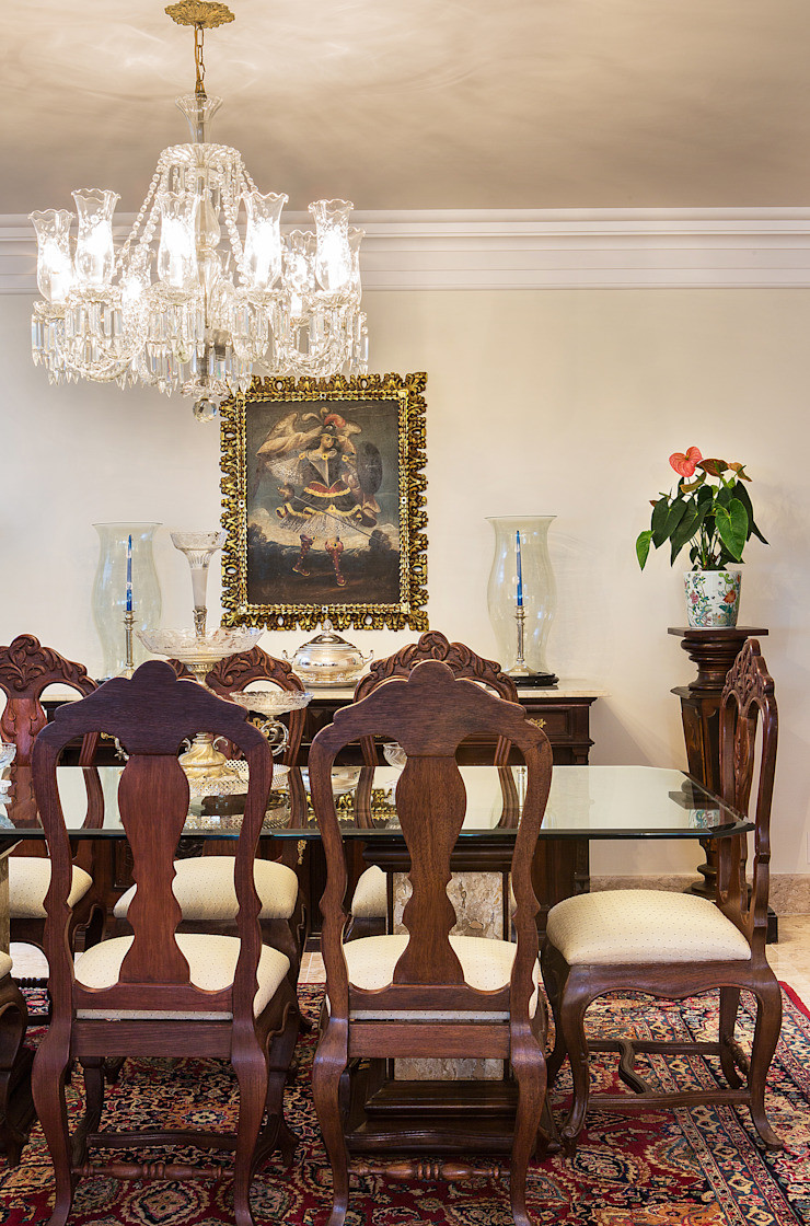 Classic style dining room by Bruno Sgrillo Arquitetura Classic