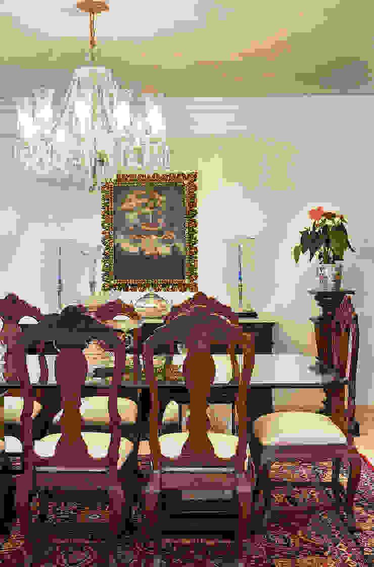 Comedores de estilo clásico de Bruno Sgrillo Arquitetura Clásico