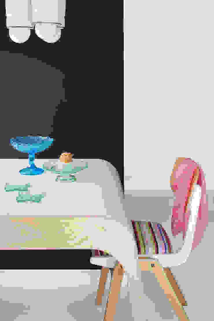 Scandinavian style dining room by Sic! Zuzanna Dziurawiec Scandinavian