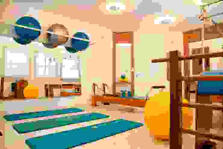 Estudio de Pilates Espaços comerciais modernos por Marcia Debski Ferreira Designer de Interiores Moderno