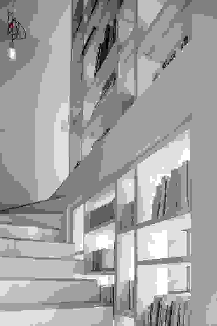 t Pasillos, vestíbulos y escaleras de estilo moderno