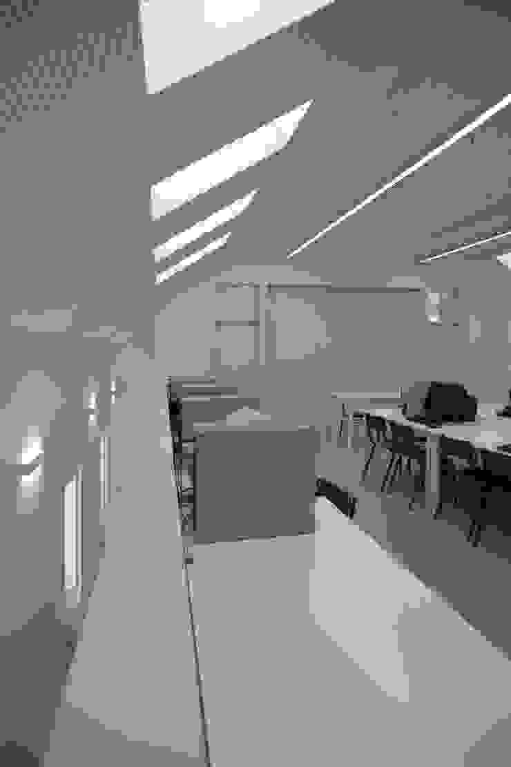 Complexo Escolar – Edifício social Escritórios modernos por ACANTO Ldª Moderno