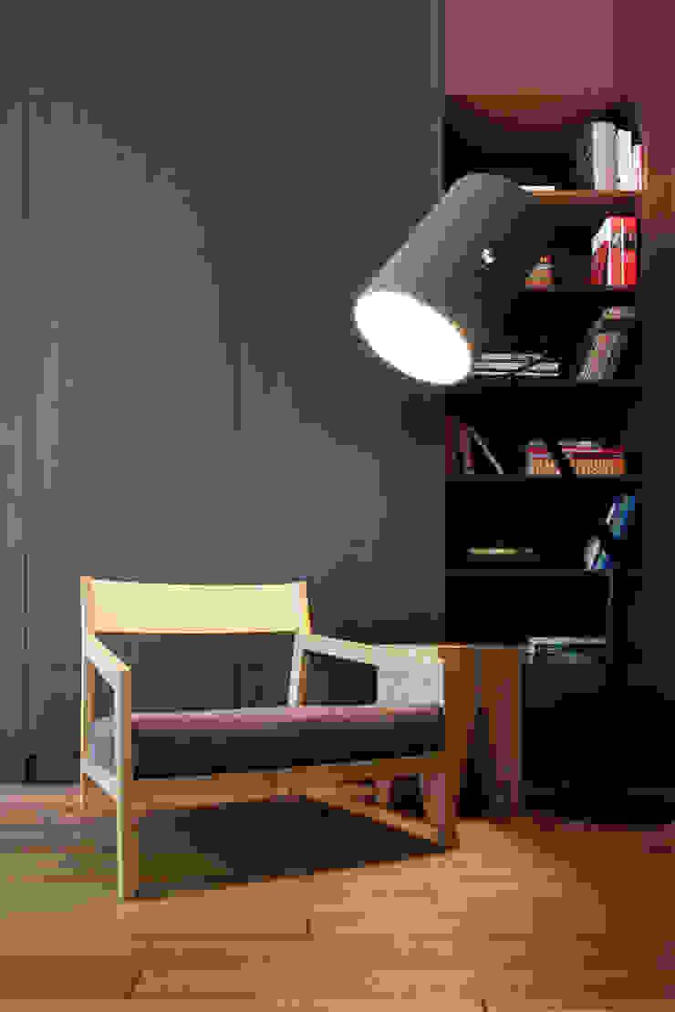 Однушка Коридор, прихожая и лестница в скандинавском стиле от Lugerin Architects Скандинавский