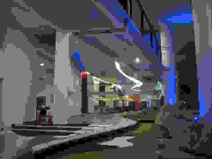 Residencial Aquario Pasillos, vestíbulos y escaleras modernos de Grupo Nodus Arquitectos Moderno